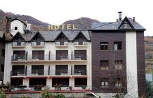 Un hotel que no obrirà pel pont de la Puríssima a Sort.