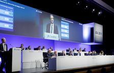 Los accionistas de Caixabank avalan la fusión con Bankia para ser líderes
