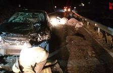 Un conductor herido y tres vacas muertas en un accidente en Alins