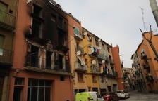 Herida una pareja mayor y su hijo al incendiarse un piso en Balaguer