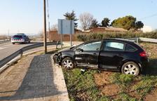 Herido un conductor al volcar su coche en Benavent de Segrià