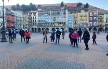 Marcha lenta en Balaguer contra las restricciones horarias en la restauración