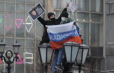 Arrestos masivos por apoyar a Navalni