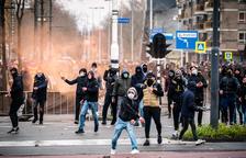 Tercera nit de violència als Països Baixos contra el toc de queda