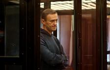 Rusia condena a Navalni a tres años y medio de prisión
