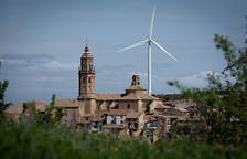 Deu poblacions preparen moratòries per frenar parcs eòlics i solars