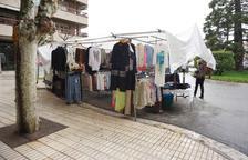 El Mercat de Rebaixes de Balaguer, deslucido por la lluvia