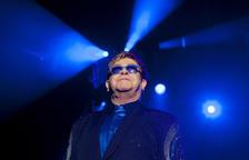 Elton John i Michael Caine animen la població del Regne Unit a vacunar-se
