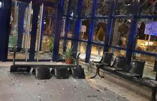 Lanzamiento de piedras en la comisaría de los Mossos en Vic
