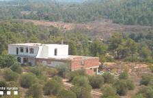 Derriban una construcción ilegal en Cervià