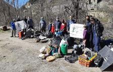 Retiren més de mil quilos de residus al Pont de Bar
