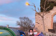 Vecinos de Les Avellanes estrenan los contenedores con tarjeta