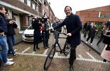 Rutte s'imposa en les generals als Països Baixos, segons els sondejos
