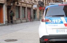 Polèmica a l'entrar la policia en pisos sense autorització per festes il·legals
