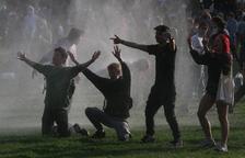 Batalla campal en Bruselas al dispersar a 1.500 jóvenes reunidos en un parque