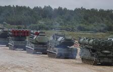 Rusia redobla su amenaza al hacer maniobras en la frontera ucraniana