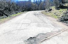 Naut Aran repara danys a la carretera als banys de Tredòs