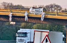 El colectivo independentista La Estaca reivindica la acción de los muñecos colgados en puentes