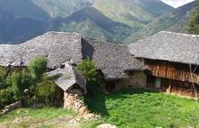 Restauren la teulada de la Casa Soléde Durro per evitar que es deteriori
