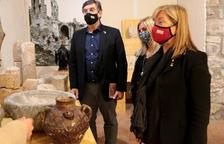 La consellera de Cultura, Àngels Ponsa, ayer en la exposición de la Església Vella de El Pont de Suert.