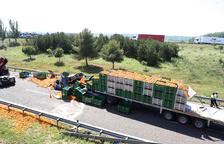 Una col·lisió entre dos camions talla sis hores l'A-2 a Bell-lloc en direcció cap a Barcelona