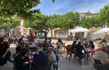 Castelldans organizó ayer un vermut musical en la Plaça Catalunya.