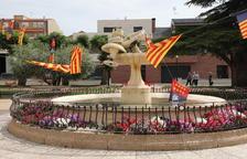 Destrozan la emblemática fuente de la plaza de les Escoles de Seròs