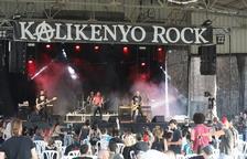 El cuarteto barcelonés de punk-rock Arpaviejas abrió la velada de un Kalikenyo Rock con sillas.