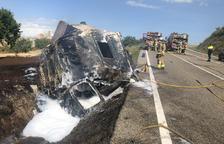 Bolca un camió i obliga a tallar la carretera C-14 al seu pas per Ciutadilla