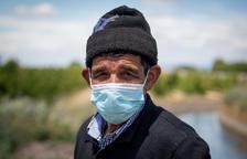 abdelaziz. Va venir a Europa el 1988 i té permís de residència des del 1992. Ha treballat en camps de tot Espanya.