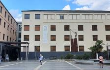 L'escola està ubicada al centre cultural Les Monges.