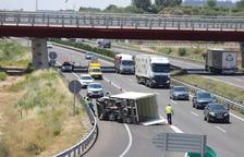 Segona jornada de cues a l'autovia per culpa d'un accident a Alpicat