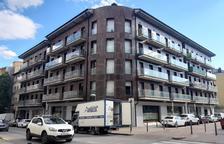 El bloque de pisos okupados en La Seu d'Urgell, propiedad de la inmobiliara Solvia.