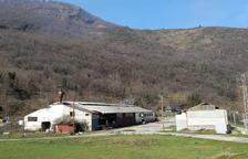 El centro logístico de biomasa en Les funcionará este año