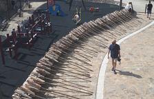 Preparatius a la plaça Major d'Alàs per a la baixada de falles.