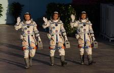 Primera nau tripulada de la Xina a l'estació espacial