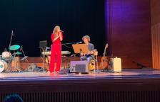 Emília Rovira Alegre presentó ayer en el Auditori Enric Granados los temas de su nuevo trabajo discográfico, 'Amor i ràbia'.