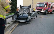 Un conductor ebri bolca en una plaça de Lleida