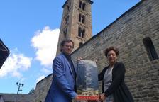 El director de la OJC y la alcaldesa de La Vall de Boí, ayer en Taüll.