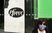 EUA encara no creu necessària una tercera dosi de Pfizer i esperarà més dades