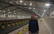 Josep Carrera, en las instalaciones que albergarán 40.000 gallinas.
