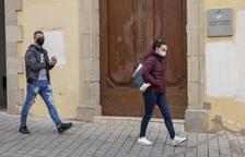 La condenada y su pareja el pasado 12 de noviembre a la salida de los juzgados de Cervera.