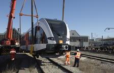 Uno de los dos trenes que operan actualmente en la línea de La Pobla cuando llegó en 2016.