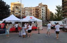 Vuelven los cribajes  -  El departamento de Salud, con la colaboración de la Cruz Roja y la Paeria, volvió ayer a hacer PCR a personas de 16 a 30 años en la plaza Ricard Viñes, aunque también se hicieron pruebas a personas de mayor edad que se ...