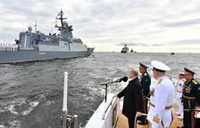 Putin presumeix del poder naval rus en una desfilada a Sant Petersburg