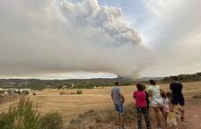 El incendio de la Anoia sigue activo, arrasa ya cerca de 1.400 hectáreas y amenaza a dos poblaciones