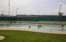 Els primers banyistes estrenen la piscina municipal de Vilagrassa