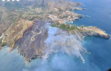 Un incendi a Portbou crema unes 50 hectàrees de terreny forestal