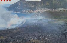 Extingit l'incendi de Portbou, que ha cremat 48 hectàrees