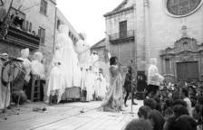 Comediants en la plaza Major de Tàrrega en 1981, inicio de la Fira.
